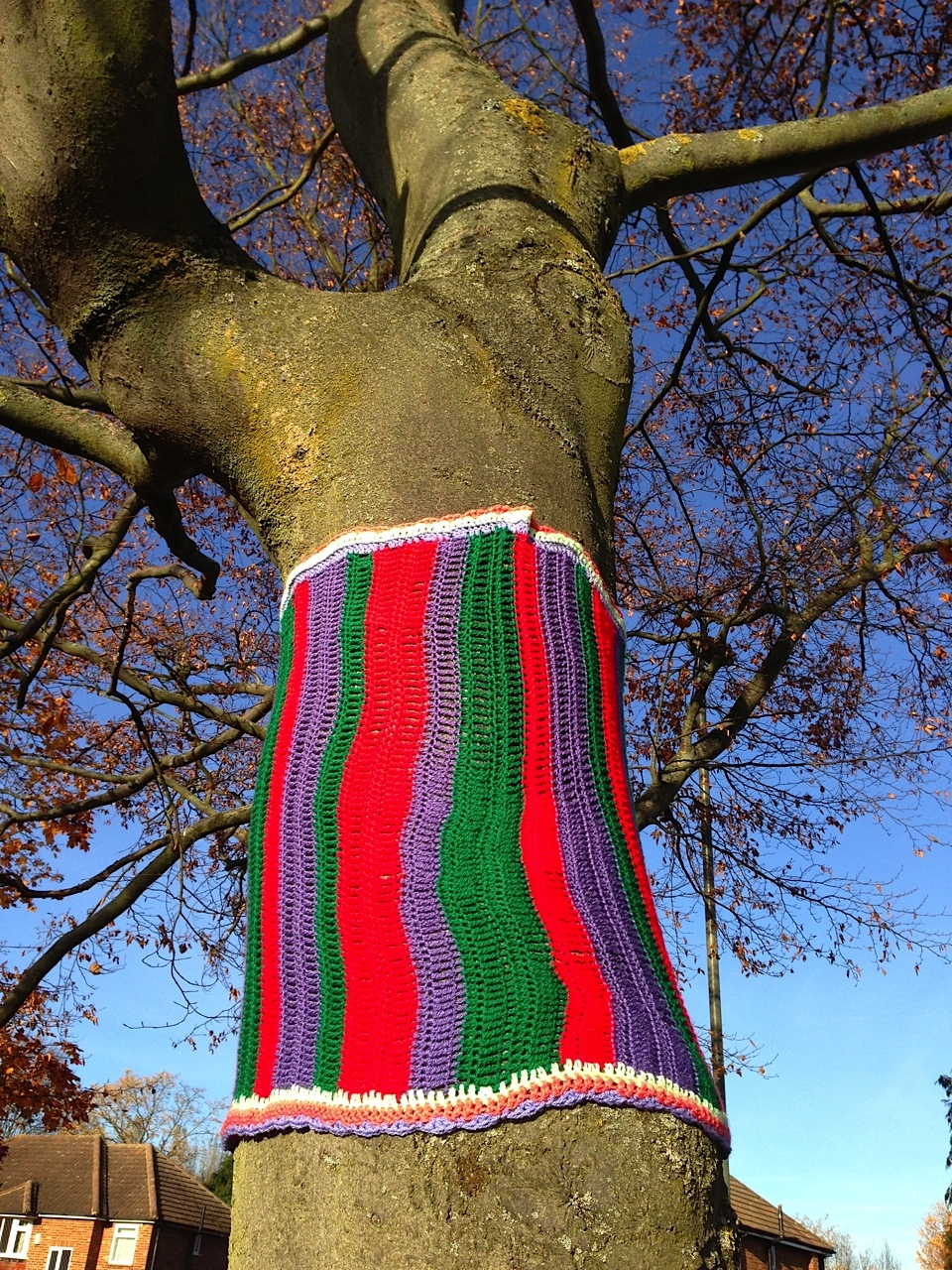 tree-yarnbomb.jpg