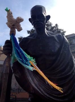 Ghandi statue yarnbomb