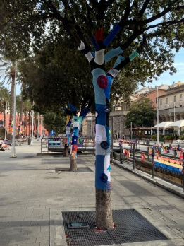 Genoa yarnbomb tree
