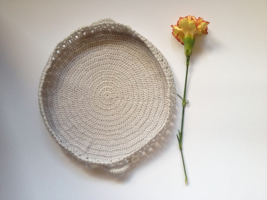 crochet basket carnation