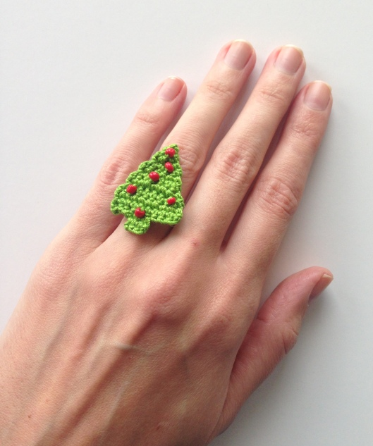 Free pattern for a christmas tree ring crochetime